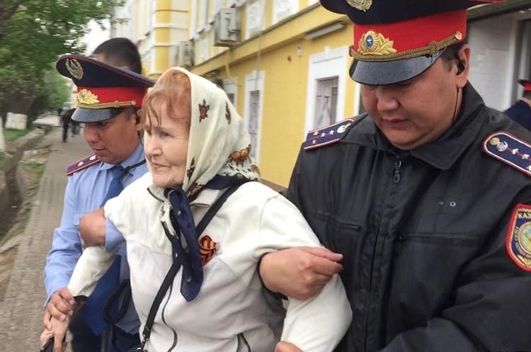 У Казахстані поліція затримала десятки людей на антиурядовому мітингу