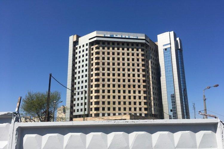 Багатоповерховий довгобуд поблизу метро «Лівобережна» у Києві передадуть від «Нафтогазу» до Нацполіції
