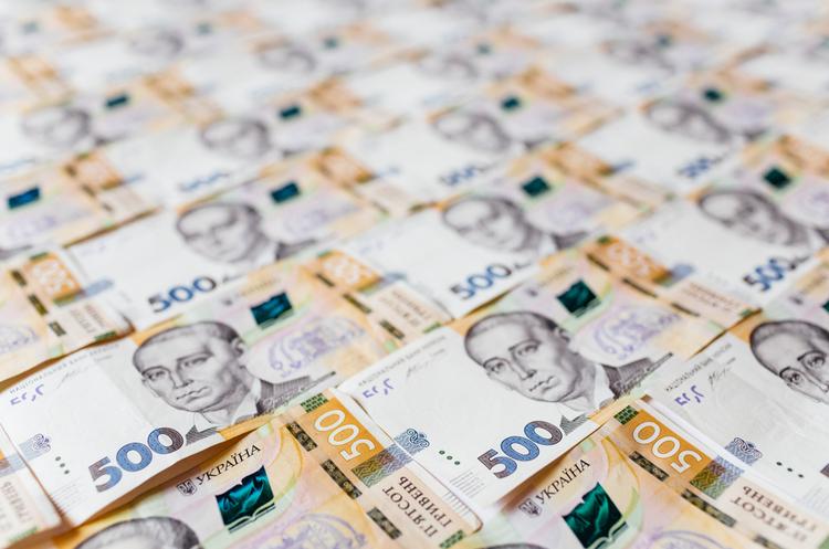 НБУ: у квітні українці більш охоче несли гроші до банків