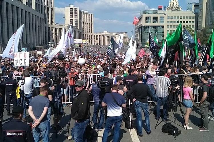 На мітингу в Москві проти блокування Telegram десятки людей затримано за «неправильні» лозунги