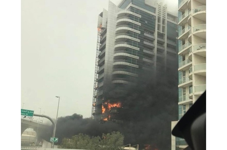 У Дубаї пожежа знищує хмарочос Zen Tower (ФОТО, ВІДЕО)