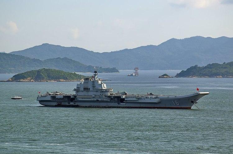 Китай відправив у море перший авіаносець власного виробництва