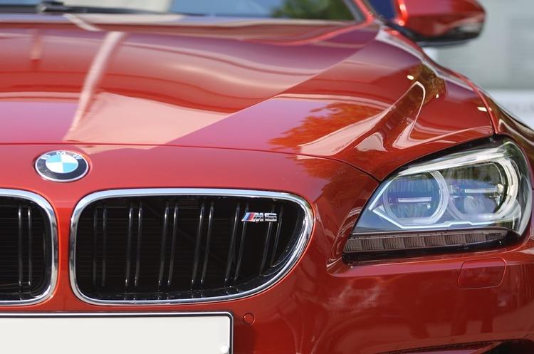 Власники BMW зможуть скористатися бездротовою зарядкою для своїх авто вже влітку цього року (ВІДЕО)