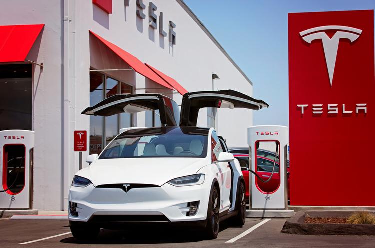 Tesla починає будувати своє перше підприємство за кордоном