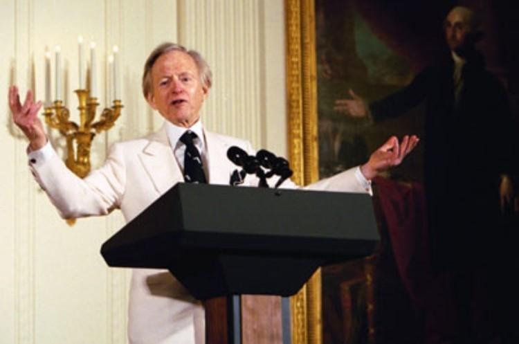 Помер американський журналіст і письменник Том Вульф