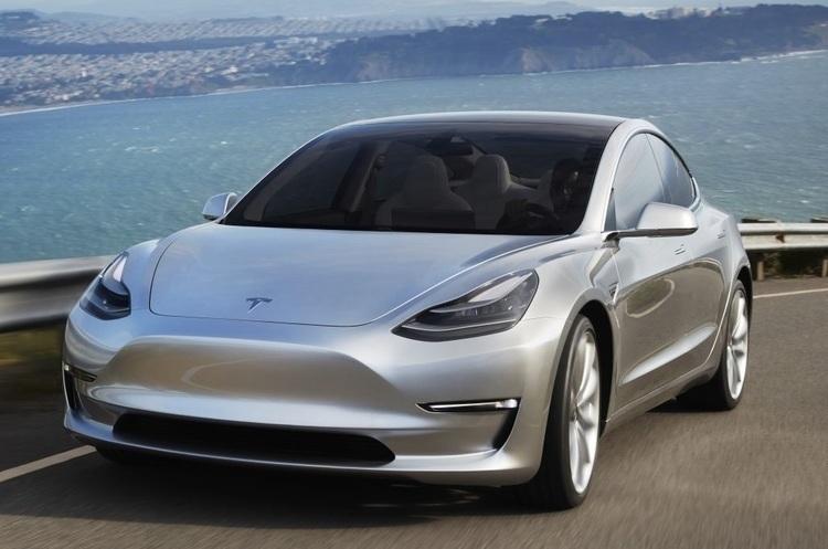 Tesla Model S на автопілоті потрапив у ДТП
