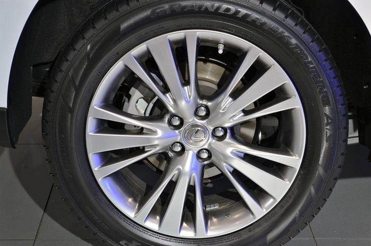 Lexus та Toyota відкликають 7 600 своїх авто в РФ