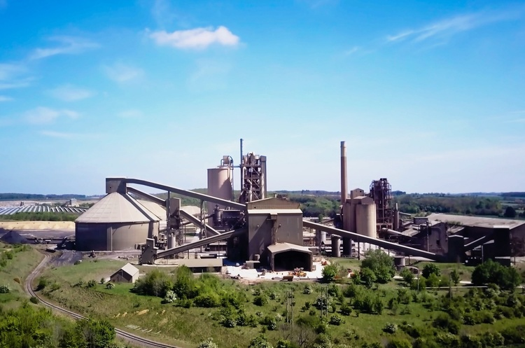 Підприємці з Китаю планують побудувати цементний завод на Одещині