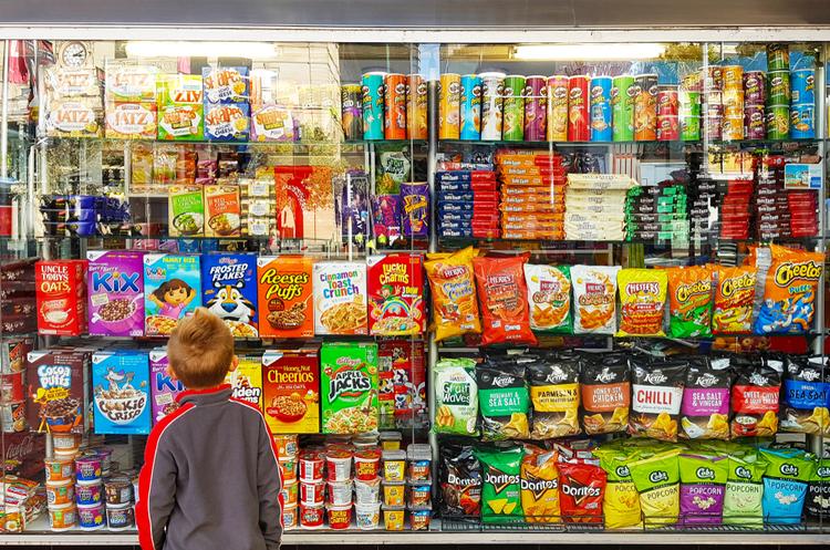 У Британії супермаркетам заборонять розміщувати солодощі біля каси