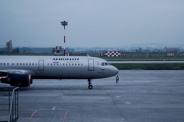 Росія різко скоротила кількість авіарейсів до анексованого Криму