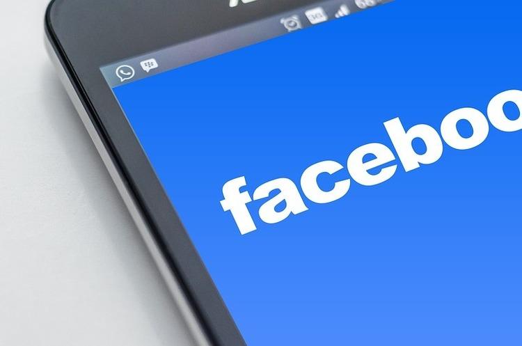 Facebook закриє для Huawei доступ до особистої інформації користувачів