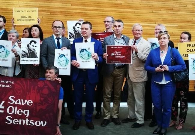 Європарламент прийняв резолюцію із закликом негайно звільнити Сенцова