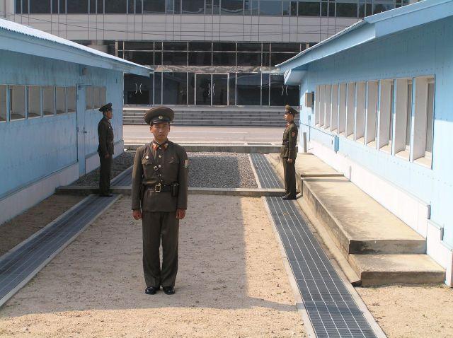 Південна Корея та КНДР вперше за 11 років домовились про відновлення військової комунікації