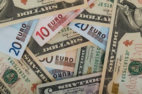 Валюта виходить з декрету: що змінить новий закон