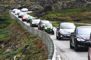 Як Норвегії вдалося змусити своїх громадян купляти електрокари