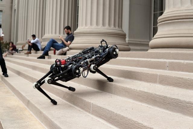 Робопес тепер має конкурента: «сліпий» робот-гепард вміє стрибати, швидко бігати та легко оминає всі перешкоди (ВІДЕО)