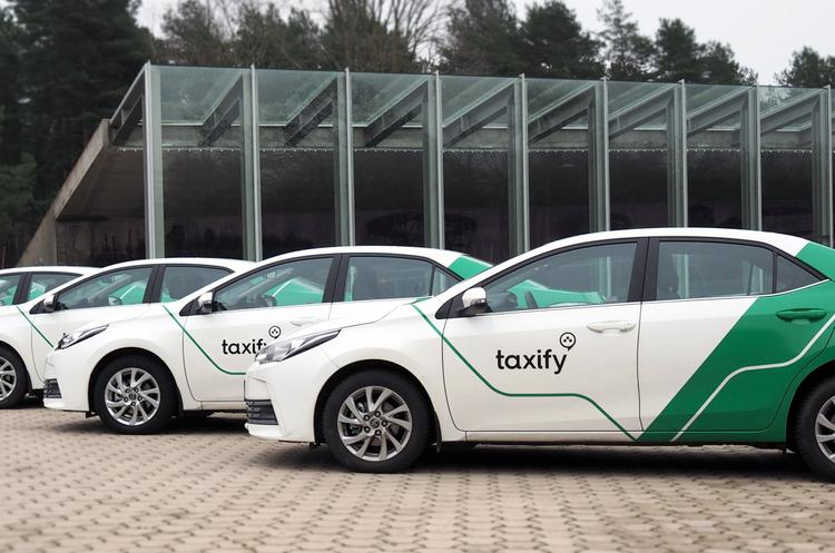 Новий сервіс таксі протягом місяця вже зібрав понад 100 000 пасажирів та водіїв