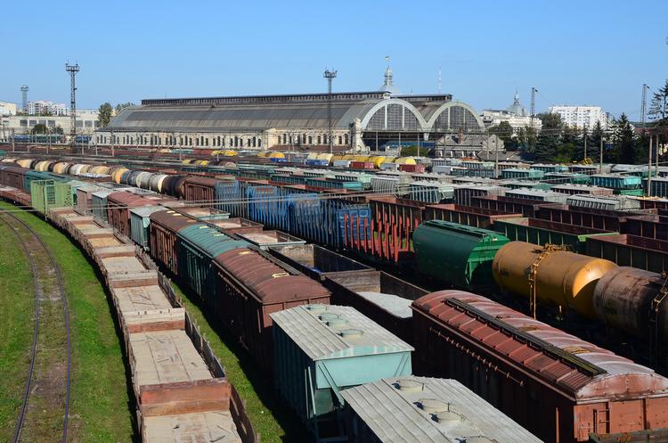 Через нестачу локомотивів УЗ металургійна галузь втрачає сотні мільйонів валютної виручки