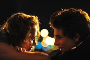 «Спекотні літні ночі»: чим цікава кримінальна романтична комедія про дорослішання