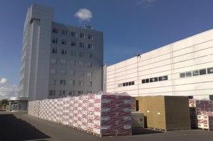 За стіною: як чехи зберегли робочі місця для українців в Україні