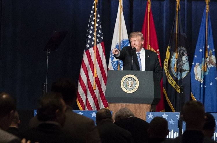 Трамп підписав указ про відновлення санкцій проти Ірану