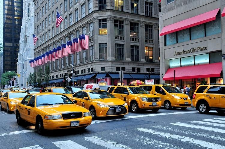 Мерія Нью-Йорка хоче припинити видавати ліцензії новим водіям Uber та інших таксі-додатків