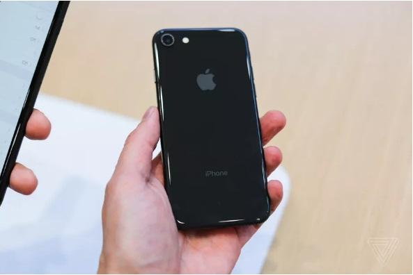 Єврокомісія може змусити Apple змінити iPhone