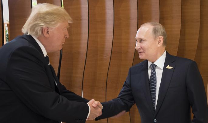 Путін передав Трампу документ під час їх саміту - Politico