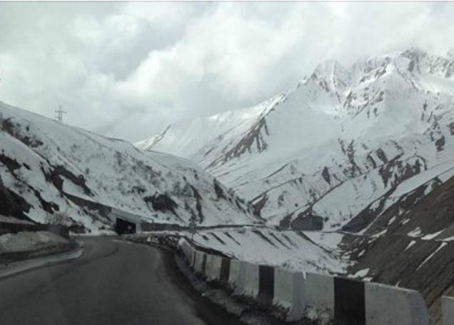 Зима у серпні: у грузинському Гудаурі та у підніжжя гори Казбек випав сніг (ВІДЕО)