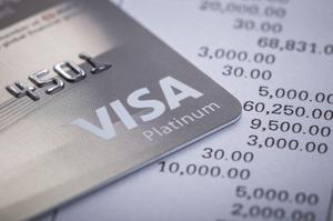 Російський банк у Криму припинив обслуговувати картки Visa і MasterCard через санкції