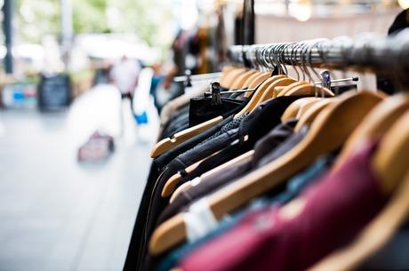 Сток чи контрафакт: як в Україні торгують продукцією відомих брендів