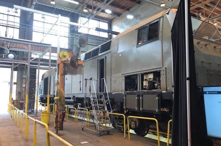 Сьогодні в Україну прибуде перший локомотив General Electric