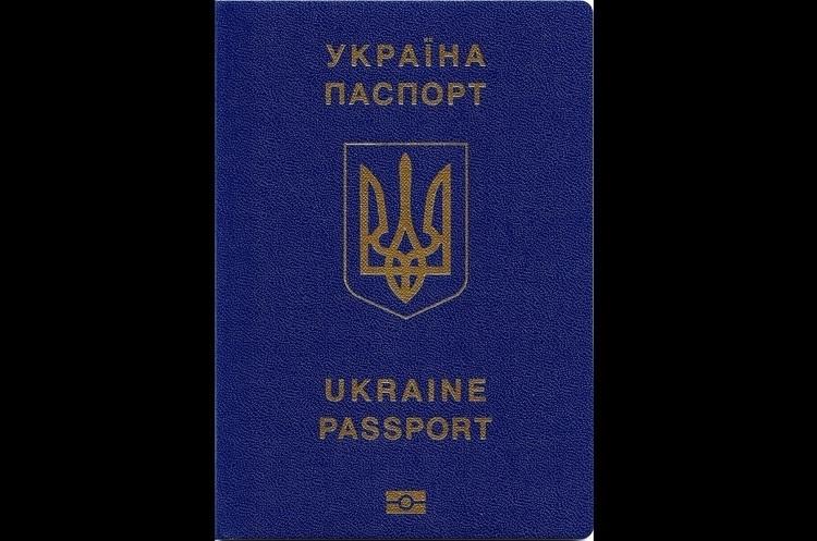 Біометричні закордонні паспорти оформили вже 10 млн українців – Порошенко