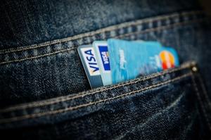 У гонитві за cashless: як банки «підсаджують» клієнтів на безготівкові розрахунки