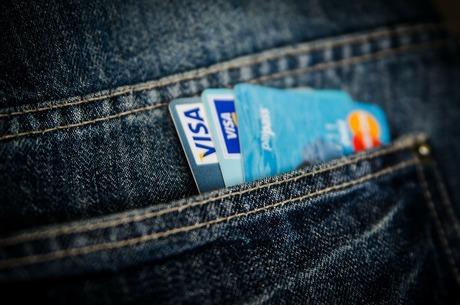 В погоне за cashless: как банки «подсаживают» клиентов на безнал