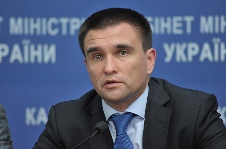 Клімкін: Україна не дозволить Угорщині роздавати свої паспорти українським громадянам