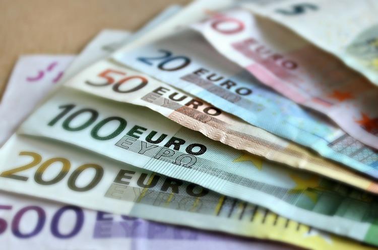 При в'їзді і виїзді з Євросоюзу тепер потрібно буде декларувати суми, більші за 10 000 євро