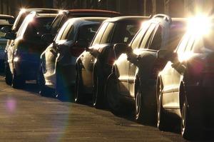 Машина у подъезда: почему новоселы не готовы выкупать паркоместа