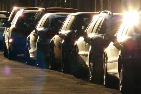 Машина біля під'їзду: чому новосели не готові викуповувати паркомісця