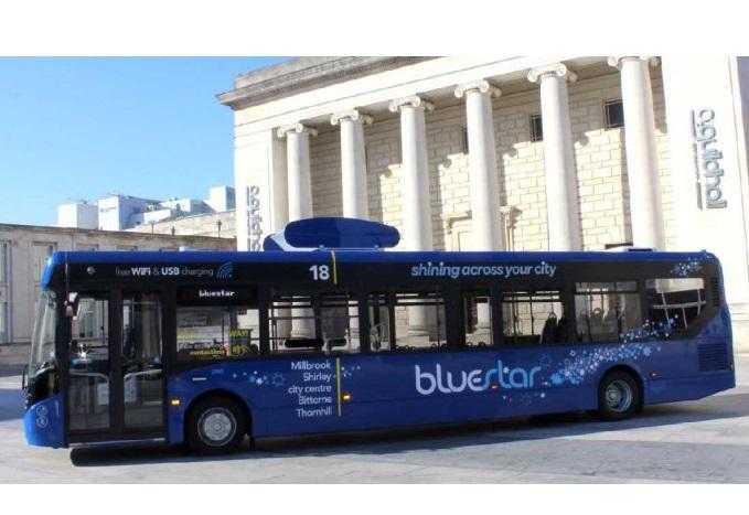 У Великобританії запустили автобус, який очищує повітря