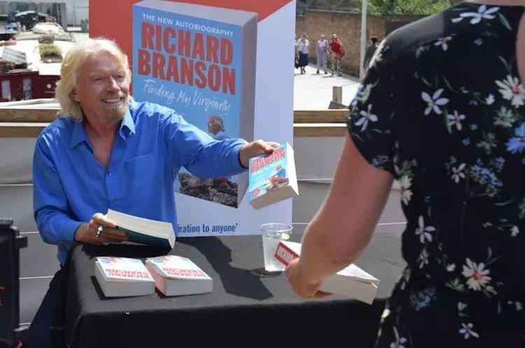 Компанія Річарда Бренсона запустить перший суборбітальний політ найближчими тижнями