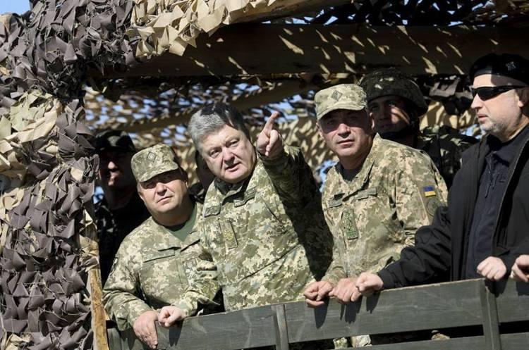 Міністр оборони Степан Полторак звільнився з військової служби