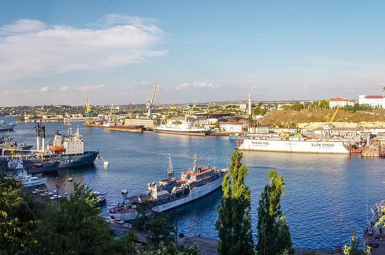 Іноземні кораблі почали менше заходити у порти окупованого Криму с початку року