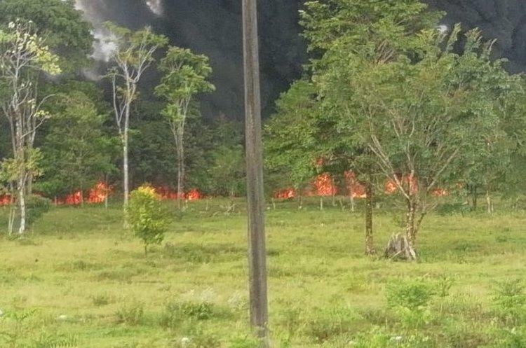 У Колумбії невідомі підірвали нафтопровід, загорілись ліси поруч (ВІДЕО)