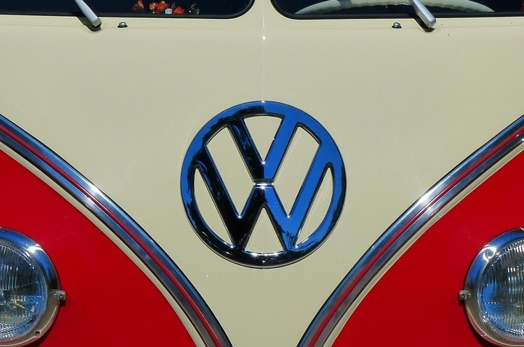 VW планує випускати електрокари дешевші за Tesla