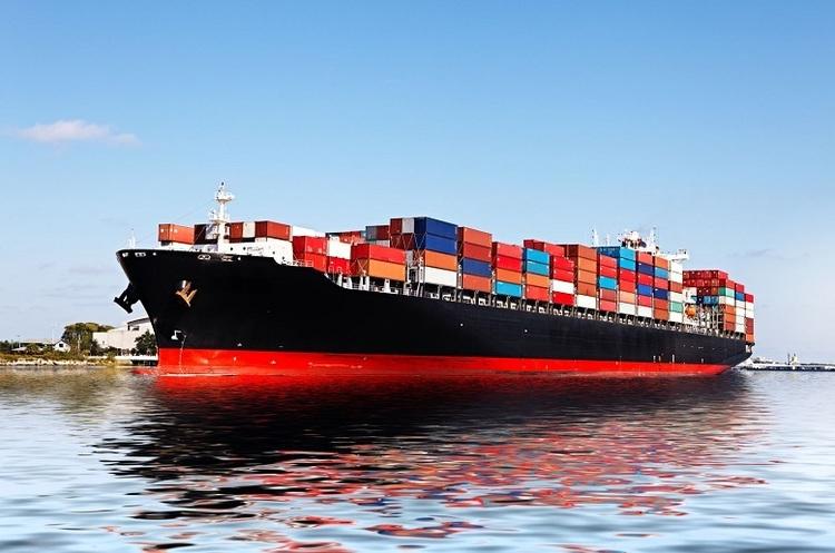 Через торгову напругу між країнами попит на контейнерні перевезення падає – Maersk