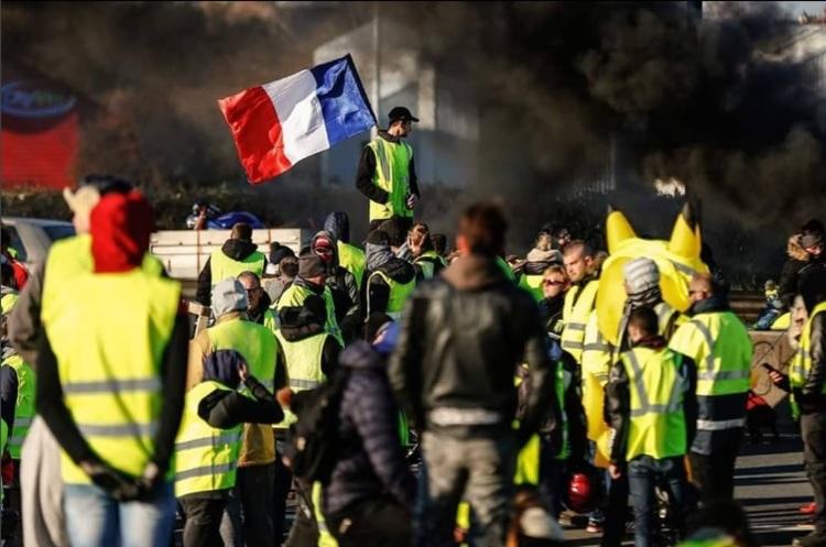 Водители против велосипедистов: во что превращается «бензиновый Майдан» во Франции