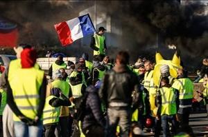 Водії проти велосипедистів: на що перетворюється «бензиновий Майдан» у Франції