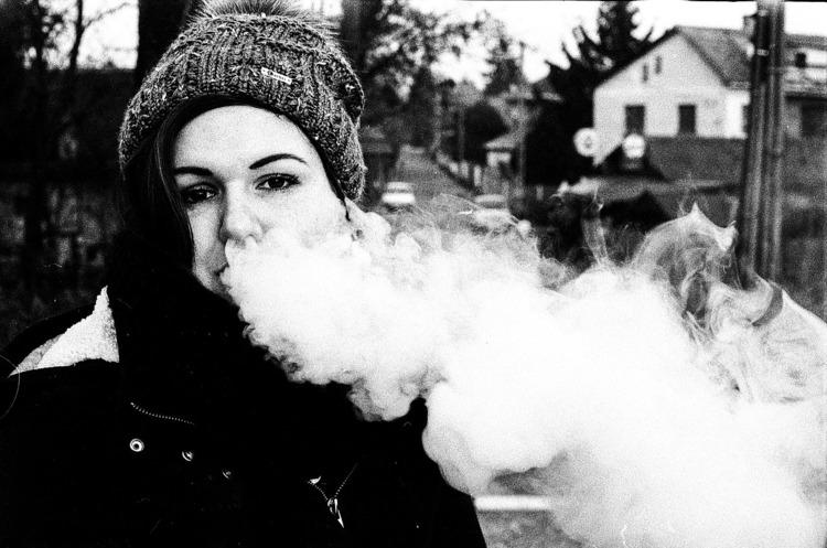 В США хочуть обмежити продаж електронних сигарет неповнолітнім
