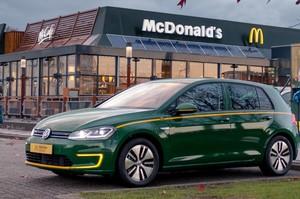 McDonald's представила спецверсію Volkswagen e-Golf для лінії McDrive (ВІДЕО)